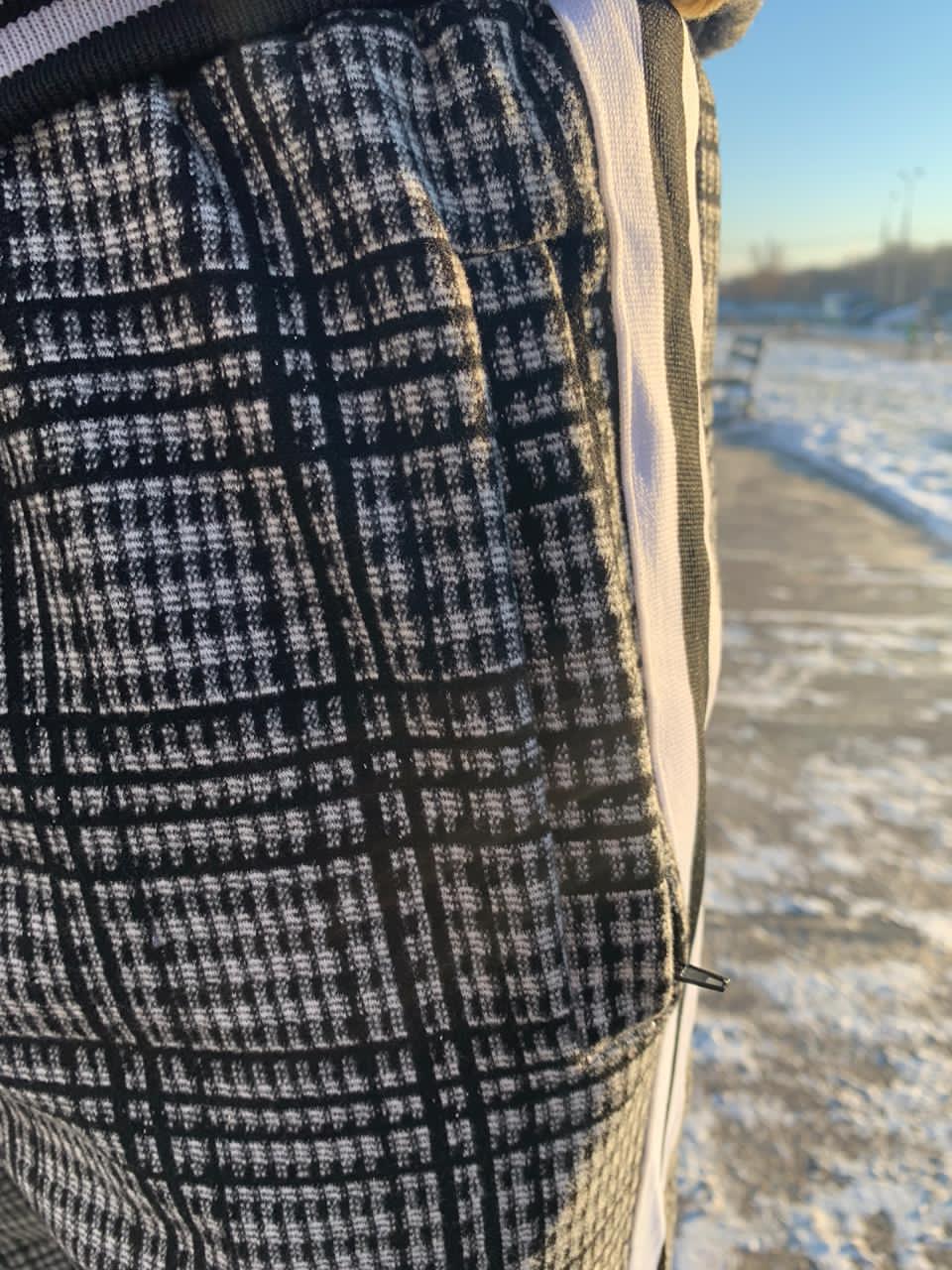 Карман крупным планом на брюках